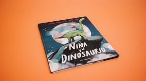 La niña y el dinosaurio
